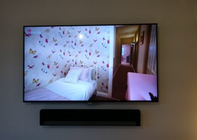 tv-and-speakers-wall-mounted-2