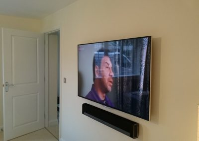tv-and-speakers-wall-mounted-3