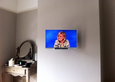 worsley-tv-solutions-wall-mounting-gallery-may-2014-13